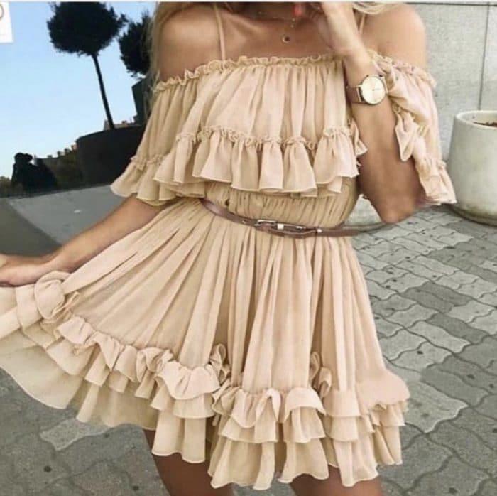 Къса рокля с волани и презрамки в бежово Код 814-304-1
