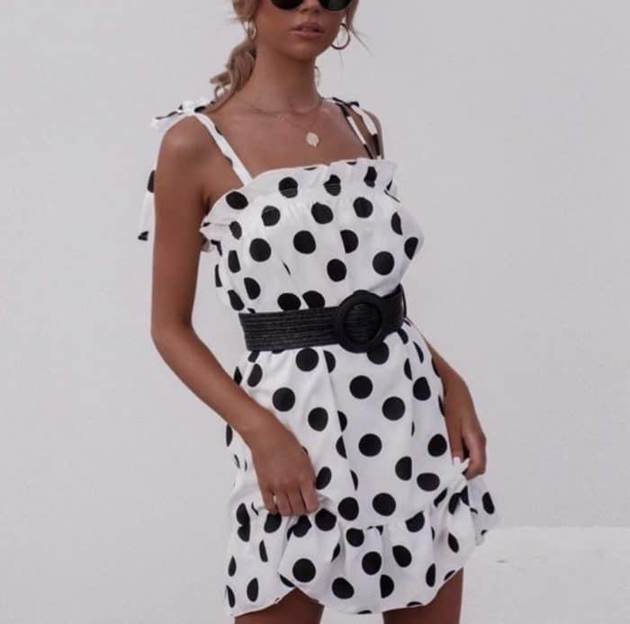 Къса рокля в бяло на точки Код 816-1062