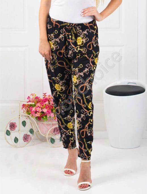 Дамски черен панталон с мотиви -Код 313-953