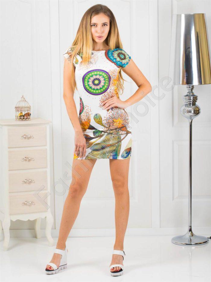 Къса дамска рокля в свеж цветен принт-код 819-4