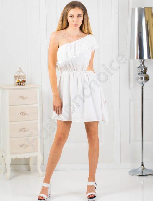 Дамска рокля с голо рамо в бяло