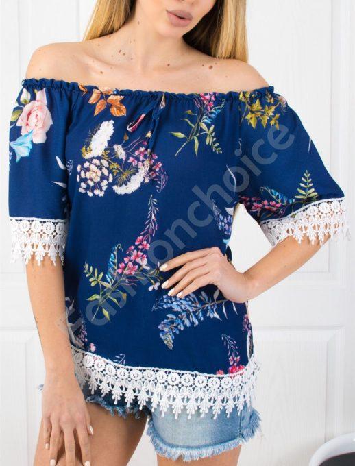 Свежа цветна дамска блузка с дантела в синьо-код 487-2