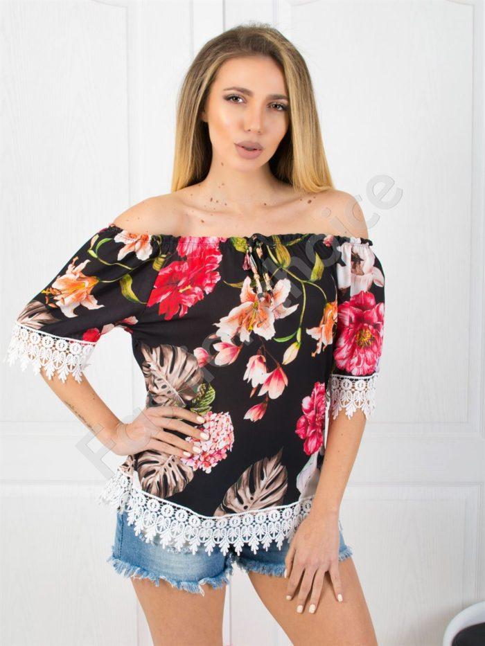Свежа цветна дамска блузка с дантела в черно-код 487-4