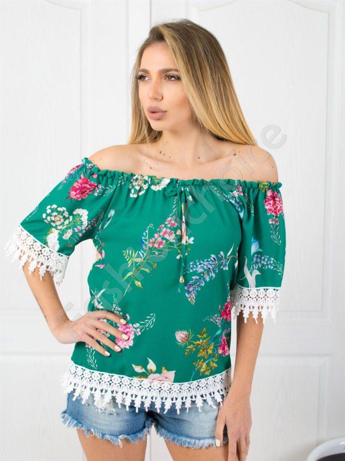Свежа цветна дамска блузка с дантела в зелено-код 487-3