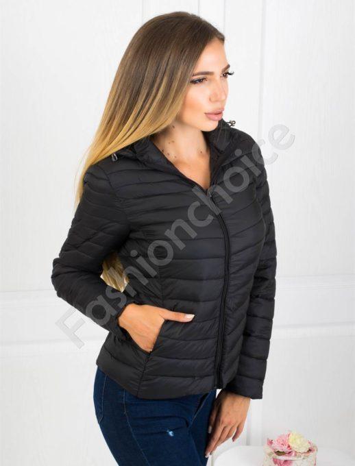 Плътно шушляково дамско яке в черно