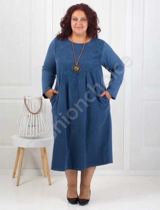 Стилна джинсова рокля с нежна бродерия в цвят парламент-Код 287
