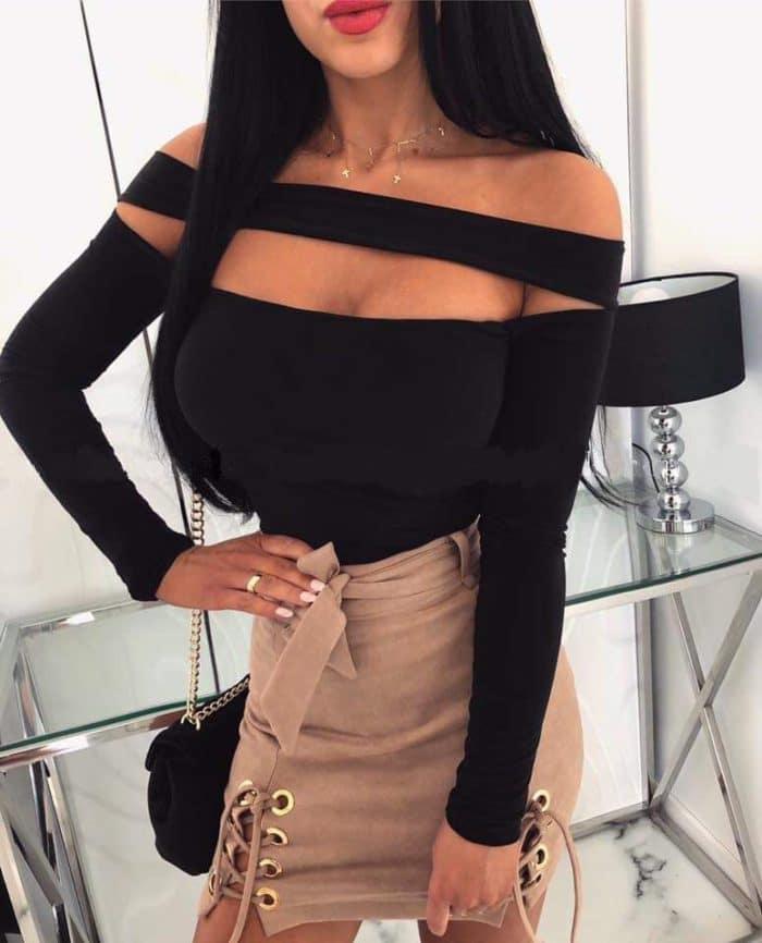 Дамска блузка в черно с изрязано деколте Код 1285