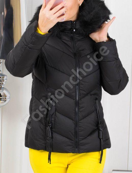 Зимно дамско яке в черно с кожен аксесоар на джобовете