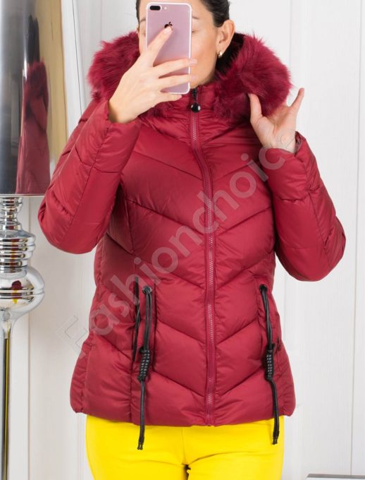 Зимно дамско яке в бордо с кожен аксесоар на джобовете