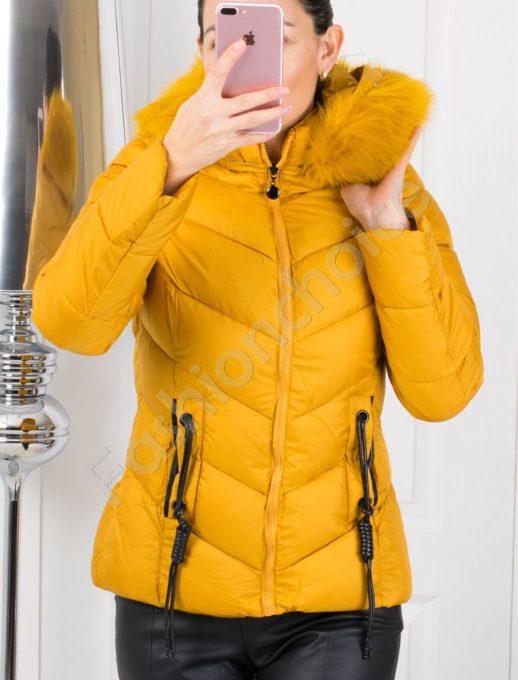 Зимно дамско яке в цвят горчица с кожен аксесоар на джобовете
