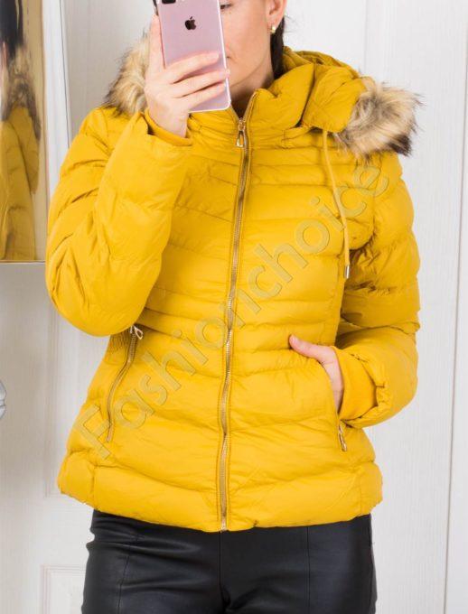 Зимно дамско яке със сваляща се качулка в цвят горчица