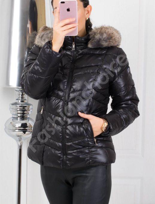 Зимно дамско яке в черно със сребърен пух на качулката