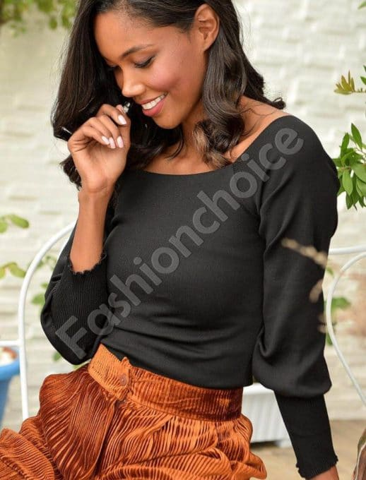 Плетена блузка в черно с ефектно деколте Код 2112-1
