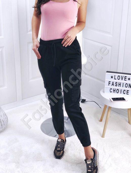 Дамски панталон със странични джобове в черно-Код 111