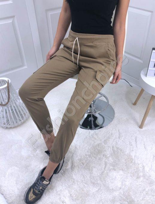 Дамски панталон със странични джобове в бежово-Код 111-1