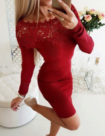 Дамска рокля в червено с дантела на деколтето Код 1356