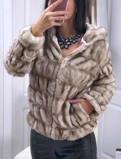 Кокетно късо палто с качулка от еко косъм Код 645