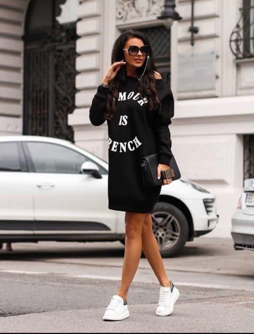 Спортна рокля в черно с надписи Код 257-3