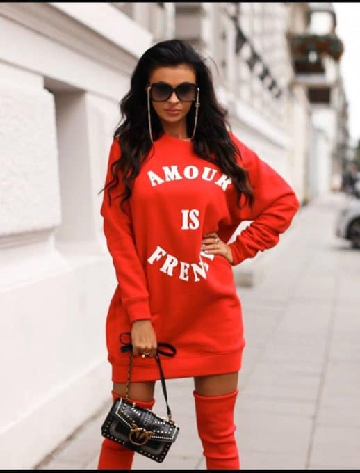 Спортна рокля в червено с надписи Код 257-4