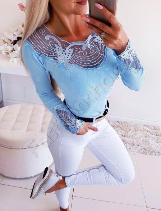 Красива дамска блуза в небесно синьо с изящно деколте-Код 1366-3
