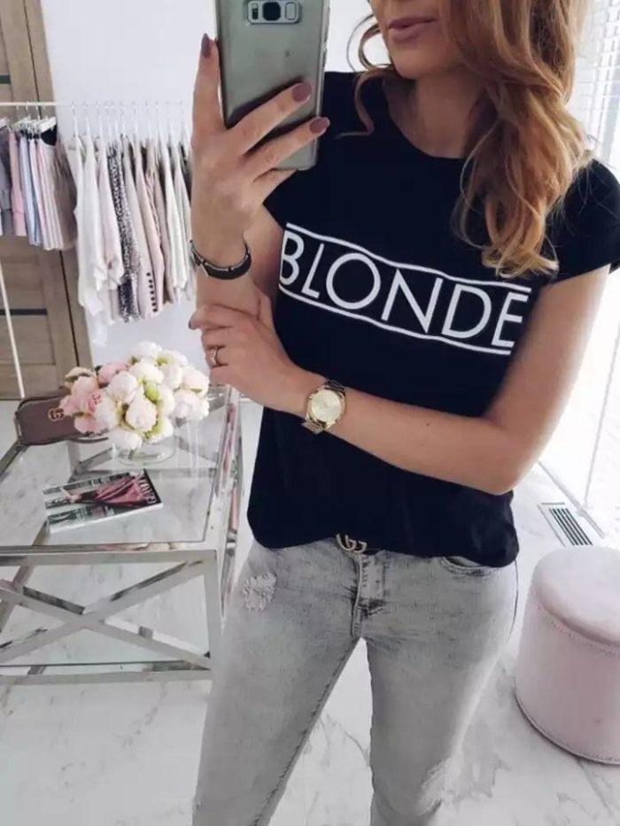 Комфортна дамска блуза в черно с надпис BLONDE