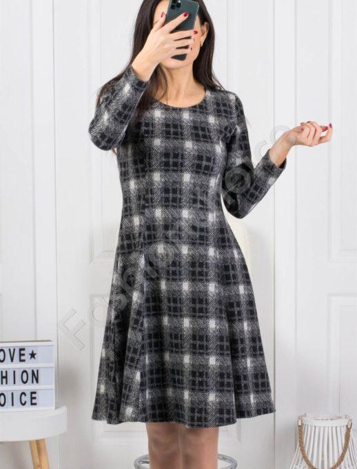 Зимна разкроена рокля в нежно каре -черно-Код 2009