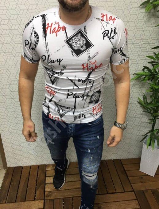 Мъжка тениска в бяло с цветни надписи