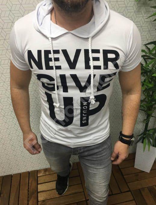 Мъжка блуза с качулка и надпис NEVER GIVE UP в бяло