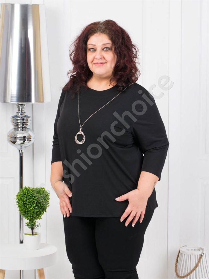 Едноцветна макси блуза с нежно колие в черно