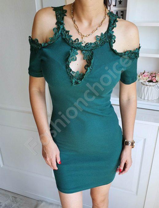 Елегантна рокля в зелено с дантела и голи рамене-код 2302-4