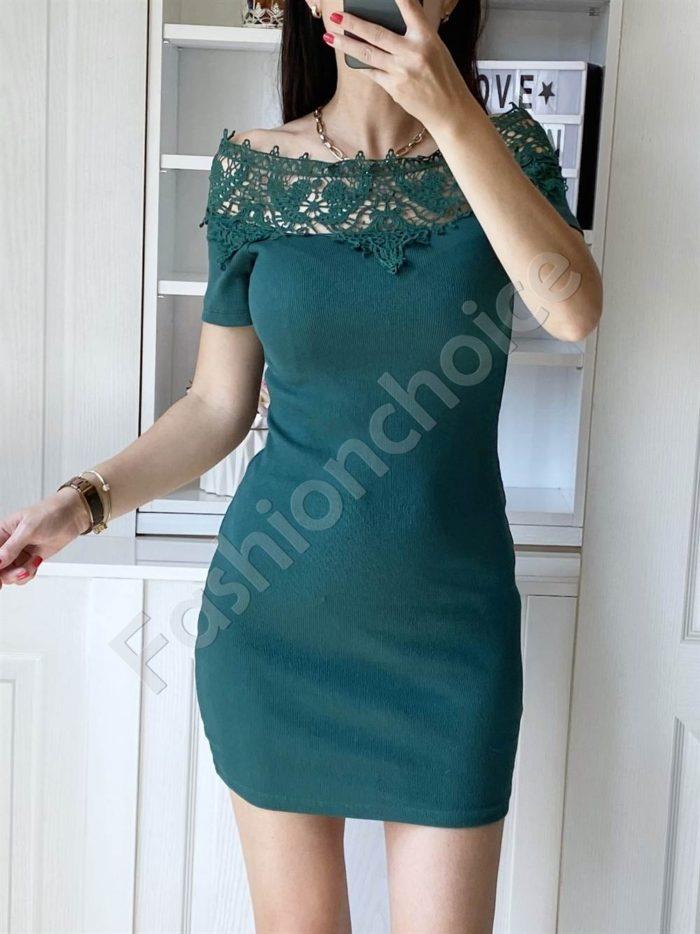 Дамска рокля в зелено с дантела на деколтето-код 2227-1