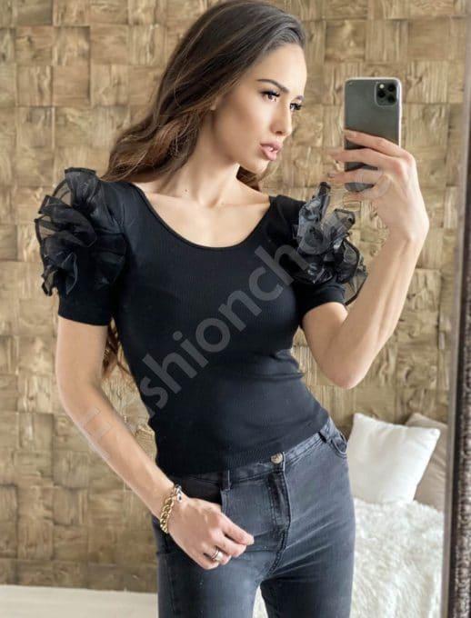 Сладка блуза в черно с кокетни къдрички на раменете-код 908-1