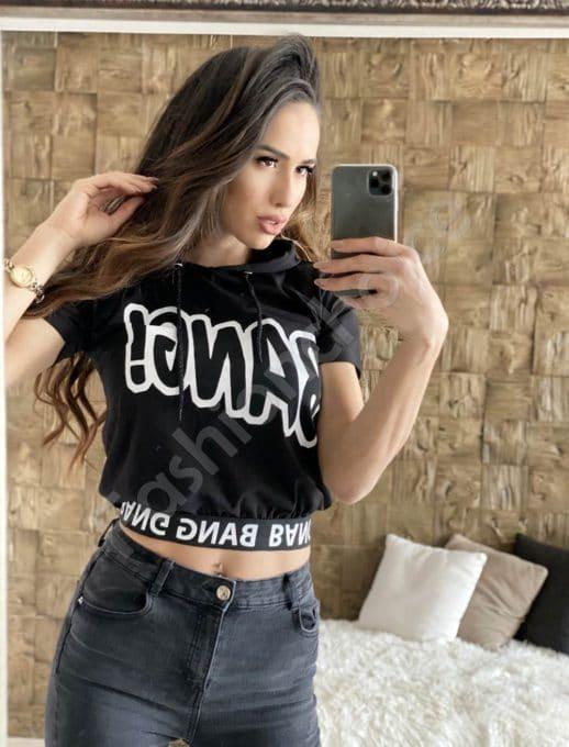 Къса блуза в черно с качулка и надпис Bang-код 202-1