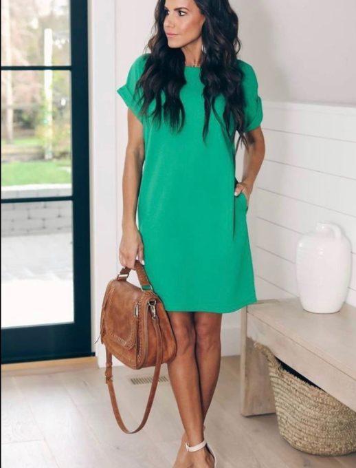 Спортно-елегантна рокля с обло деколте в зелено