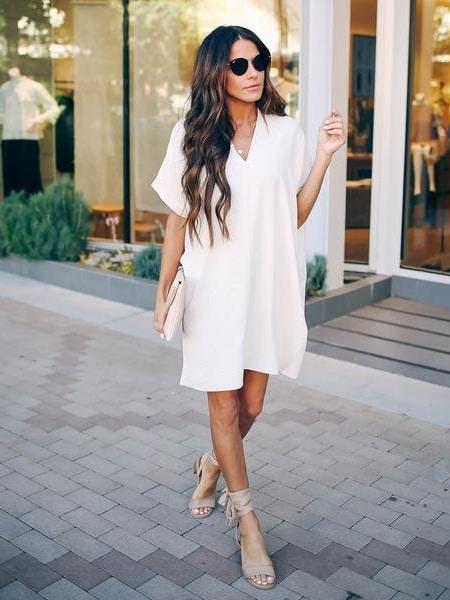 Спортно-елегантна рокля в нежен бял цвят Код 108-1