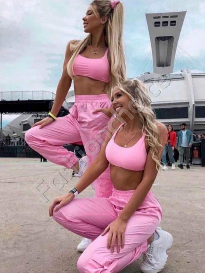 Комплект от къс топ и спортен панталон в розово