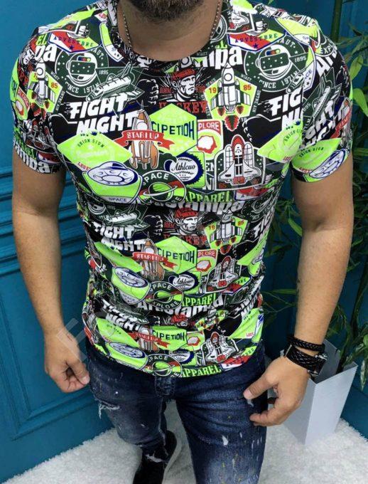 Цветна мъжка тениска с надпис FIGHT NIGHT в зелен нюанс-код 19730-1