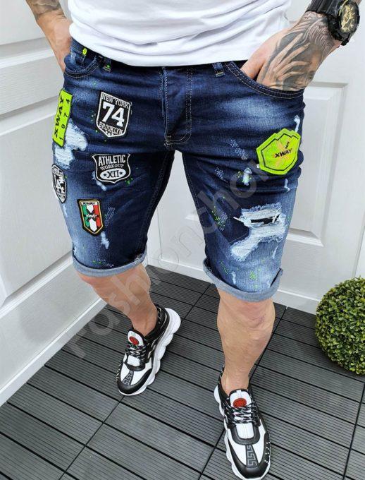 Мъжки къси дънки с леко надран ефект и цветни нашивки-код 9004