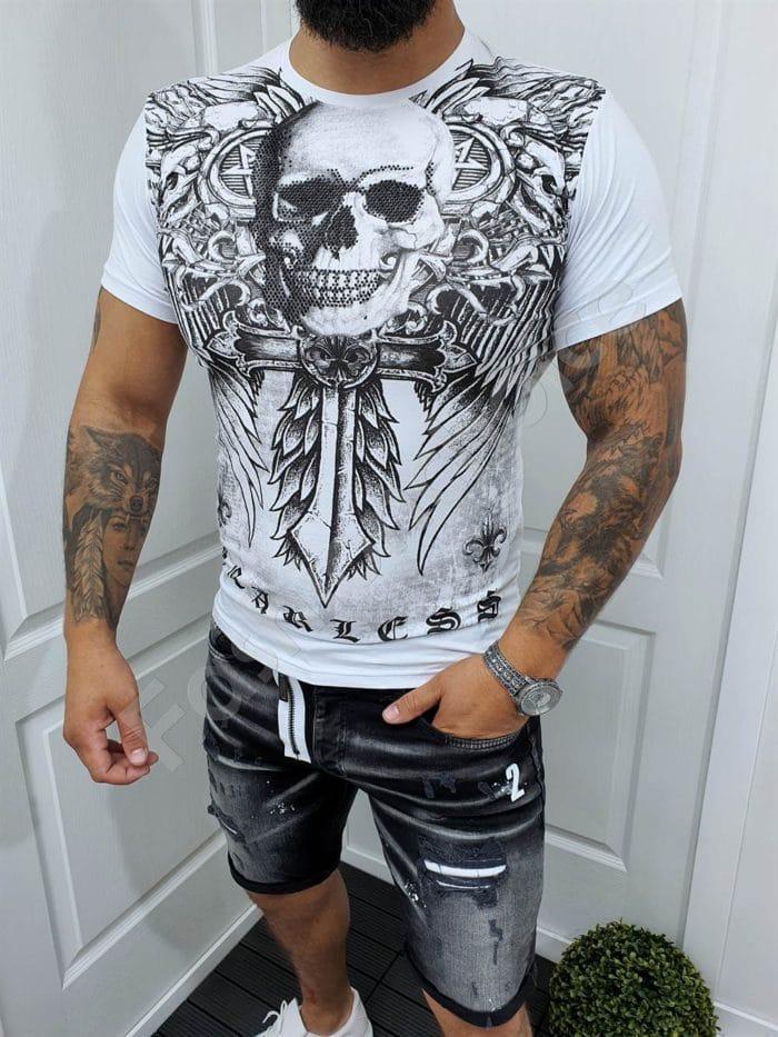 Мъжка тениска с череп и меч в бяло-код 068-1