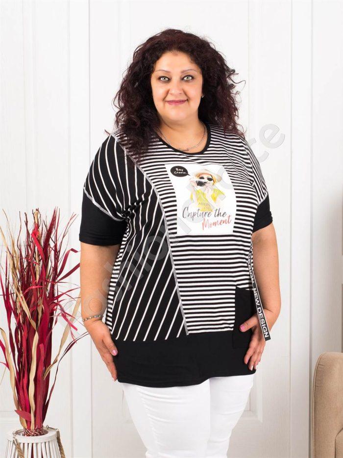 Макси туника на черно-бяло райе и апликация дама с фотоапарат-код 1083
