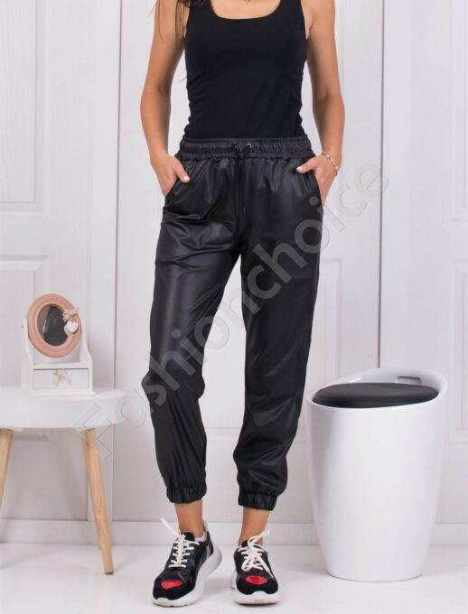 Дамски спортен панталон в черно с лъскав ефект-код 1443