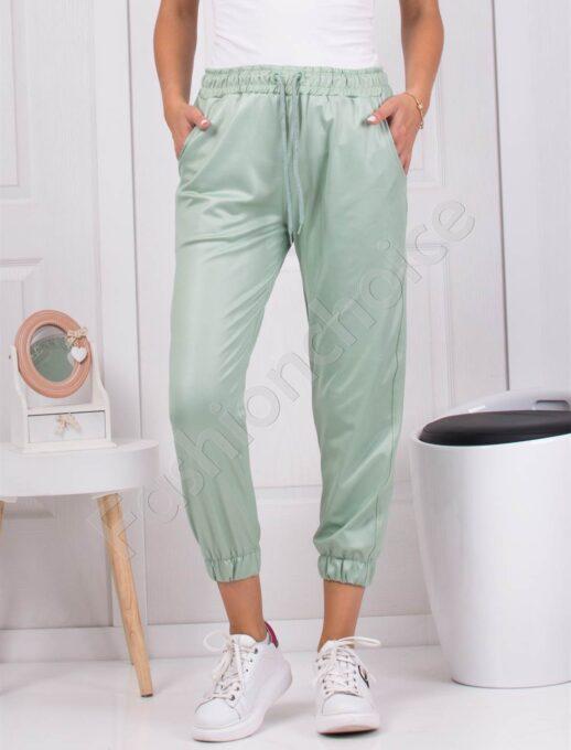 Дамски спортен панталон в зелено с лъскав ефект-код 1443-2