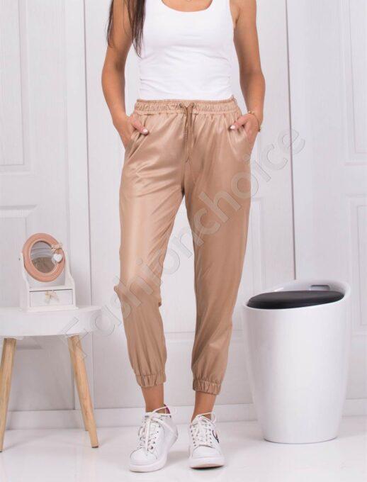 Дамски спортен панталон в бежово с лъскав ефект-код 1443-1